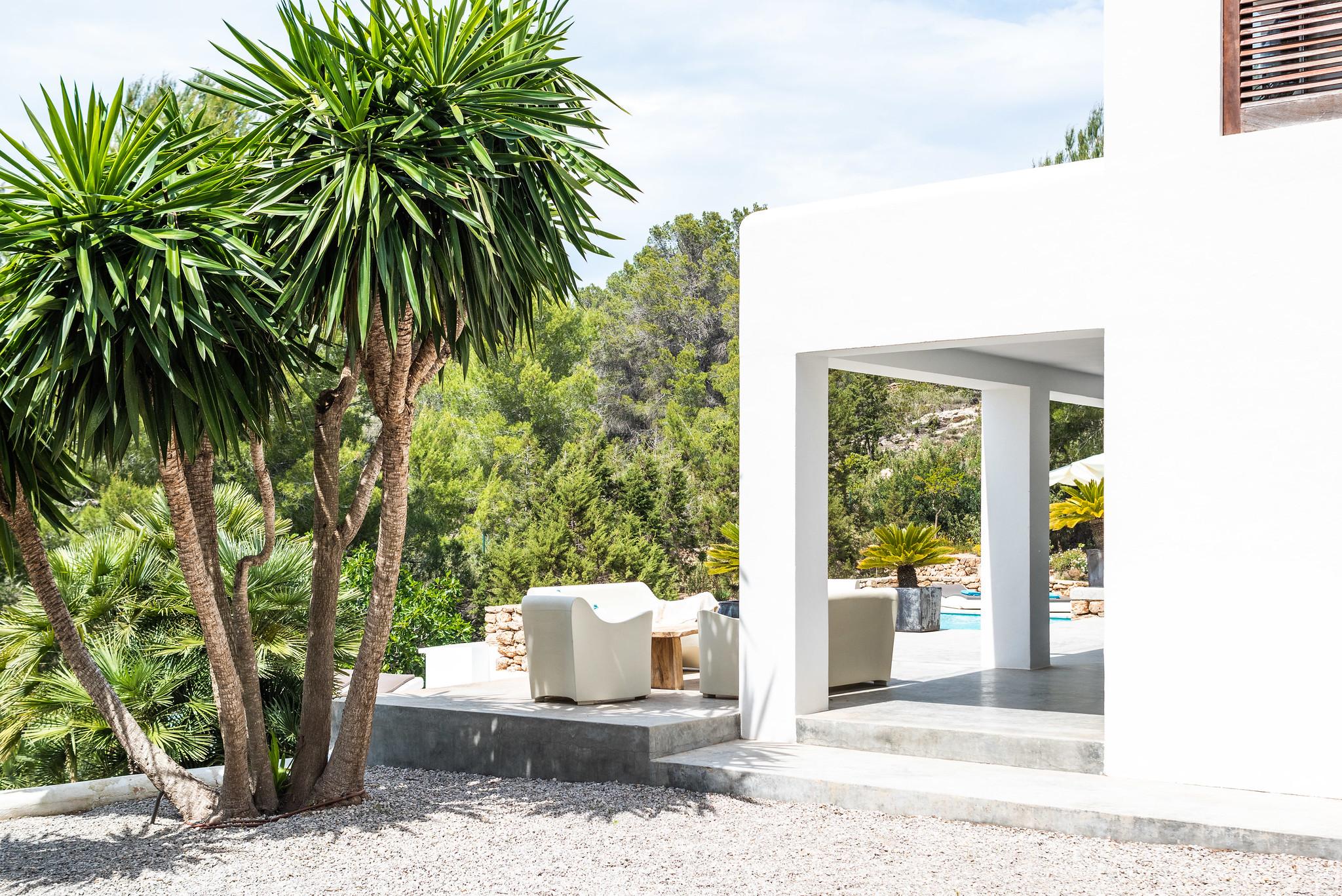 https://www.white-ibiza.com/wp-content/uploads/2020/06/white-ibiza-villas-villa-azul-exterior-facade.jpg
