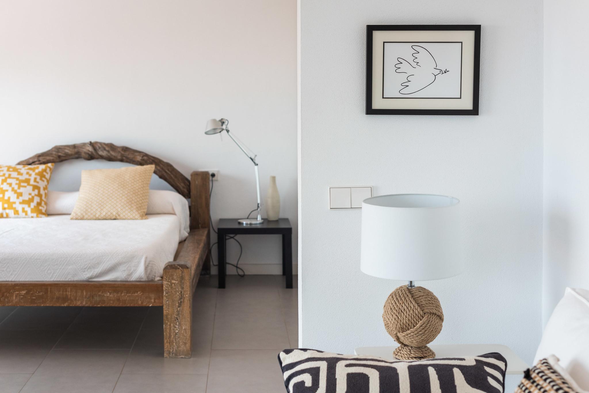 https://www.white-ibiza.com/wp-content/uploads/2020/06/white-ibiza-villas-villa-azul-interior-bedroom.jpg