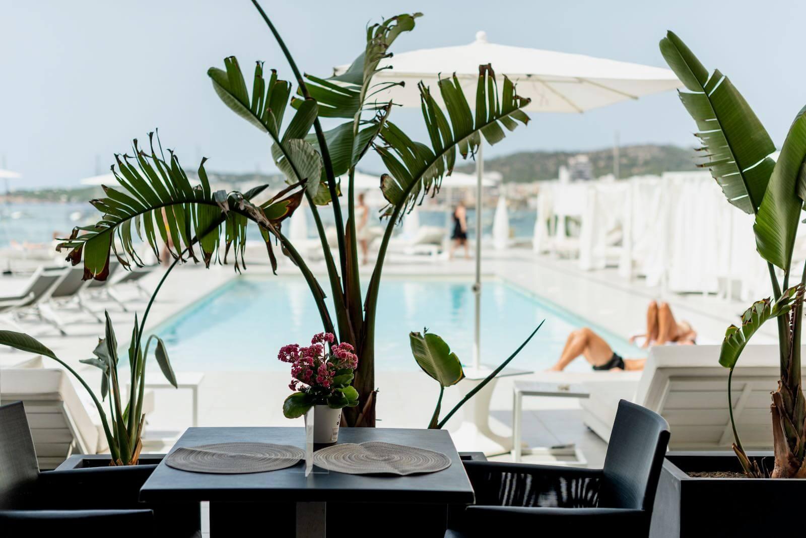 https://www.white-ibiza.com/wp-content/uploads/2020/07/white-ibiza-restaurants-hawker-beach-club-ibiza-2020-03.jpeg