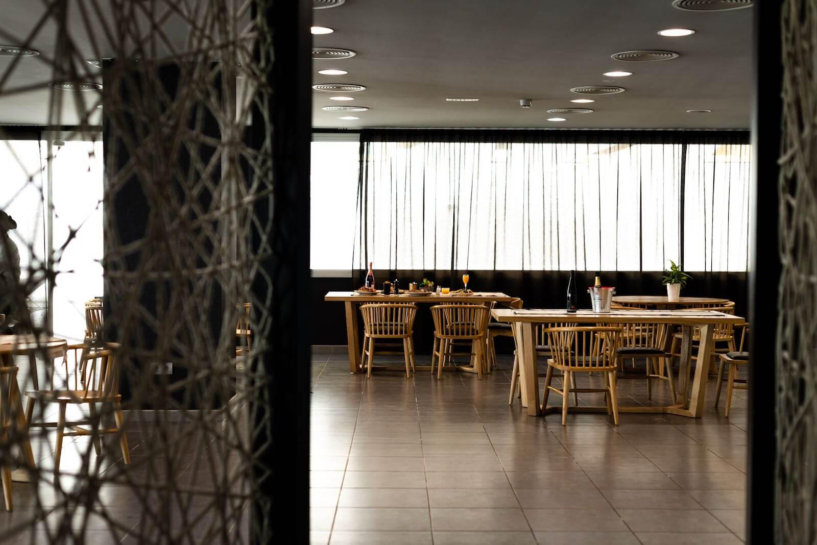 https://www.white-ibiza.com/wp-content/uploads/2020/07/white-ibiza-restaurants-hawker-beach-club-ibiza-2020-07.jpeg