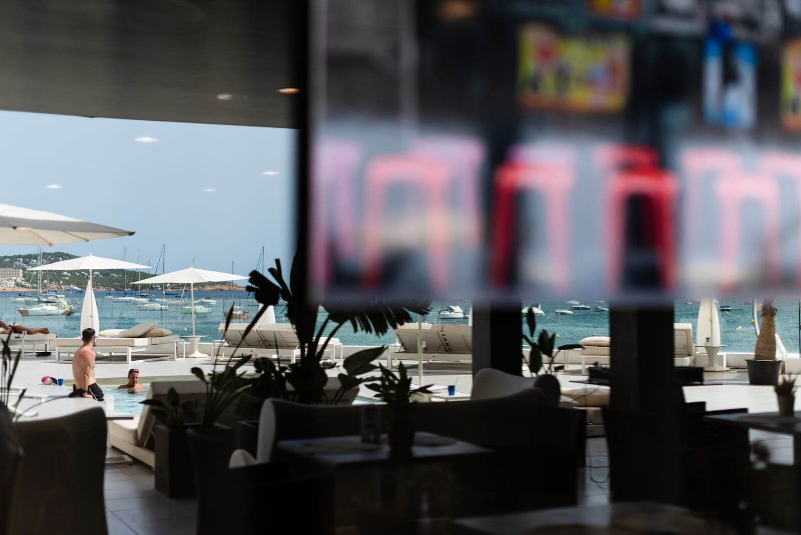 https://www.white-ibiza.com/wp-content/uploads/2020/07/white-ibiza-restaurants-hawker-beach-club-ibiza-2020-12.jpeg