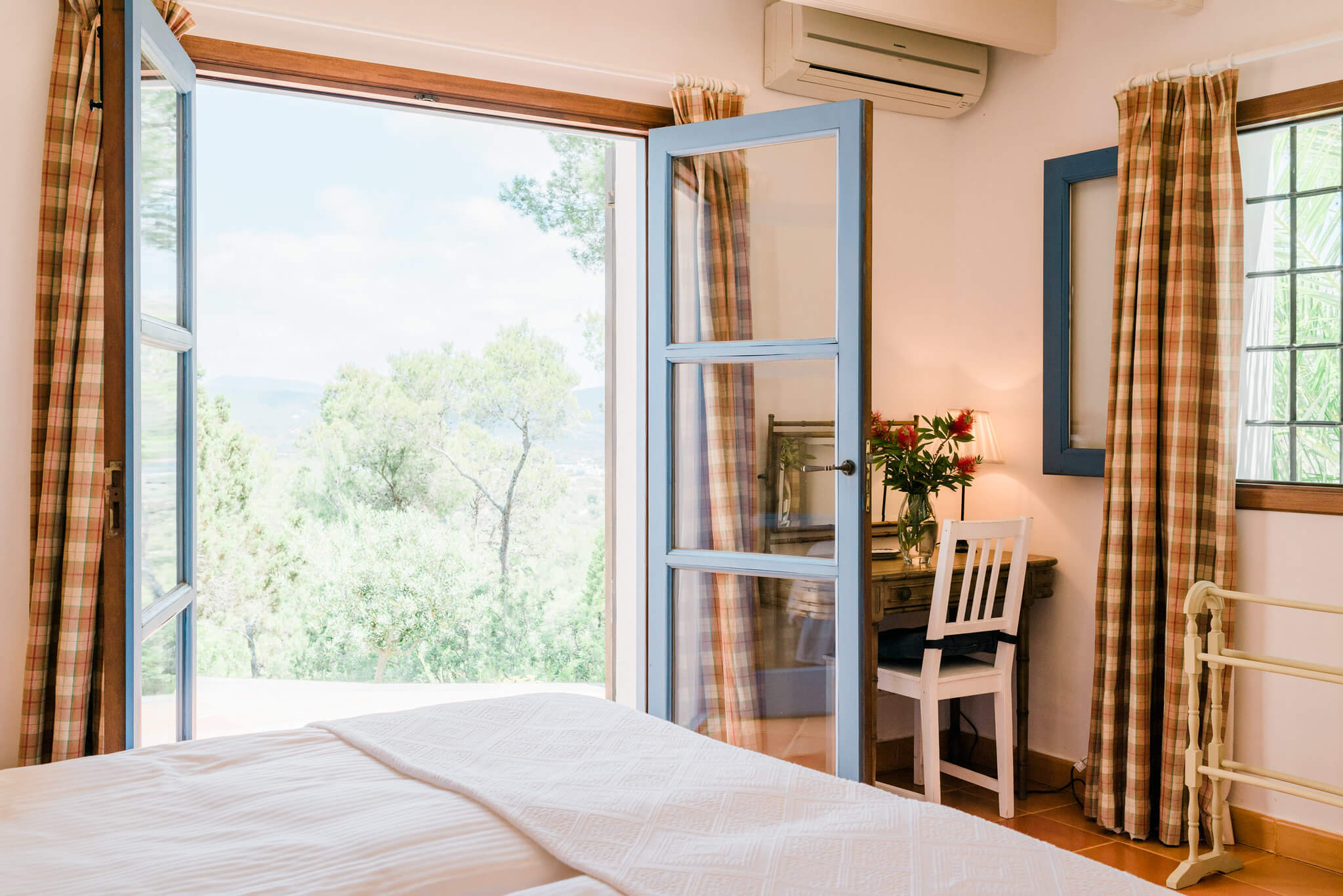 https://www.white-ibiza.com/wp-content/uploads/2020/07/whote-ibiza-villas-can-madea-bedroom-view-1.jpg