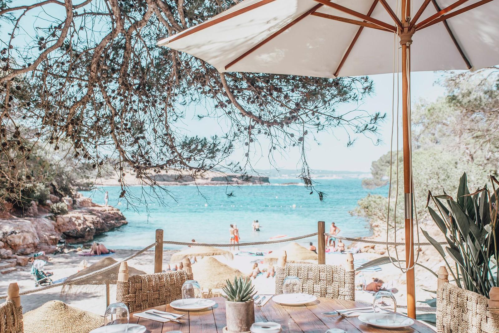 https://www.white-ibiza.com/wp-content/uploads/2020/09/white-ibiza-beach-restaurants-cala-gracioneta-chiringuito-03.jpg