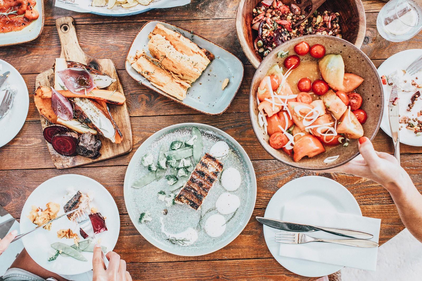 https://www.white-ibiza.com/wp-content/uploads/2020/09/white-ibiza-beach-restaurants-cala-gracioneta-chiringuito-07.jpg