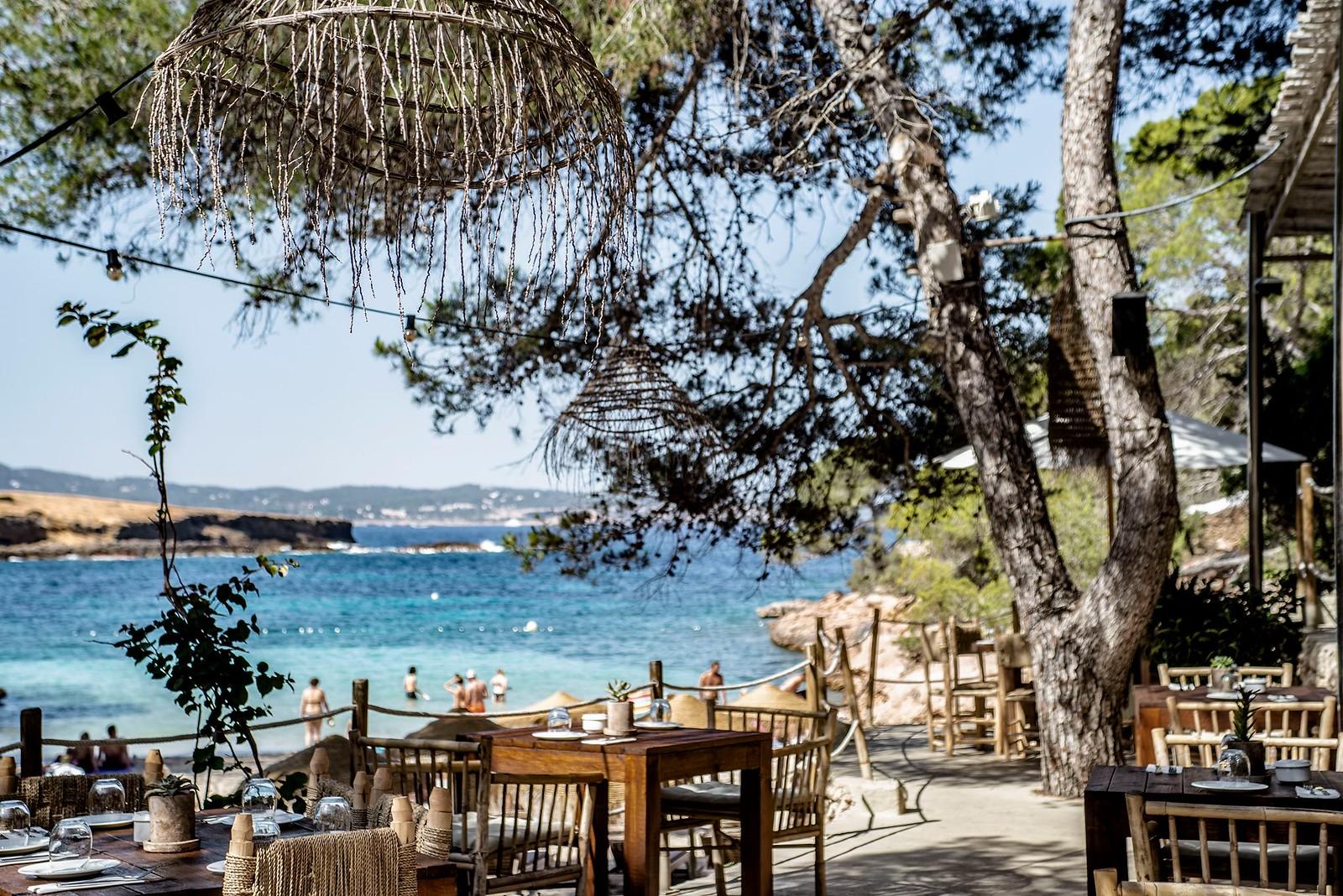 https://www.white-ibiza.com/wp-content/uploads/2020/09/white-ibiza-beach-restaurants-cala-gracioneta-chiringuito-11.jpg