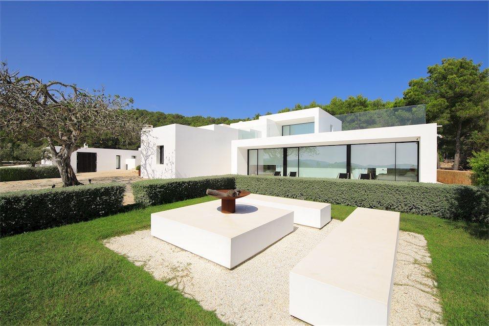 https://www.white-ibiza.com/wp-content/uploads/2021/03/GHLibiza_Gouldheinzlang_property_ibiza__Villa-Ibiza-0035-resized.jpg