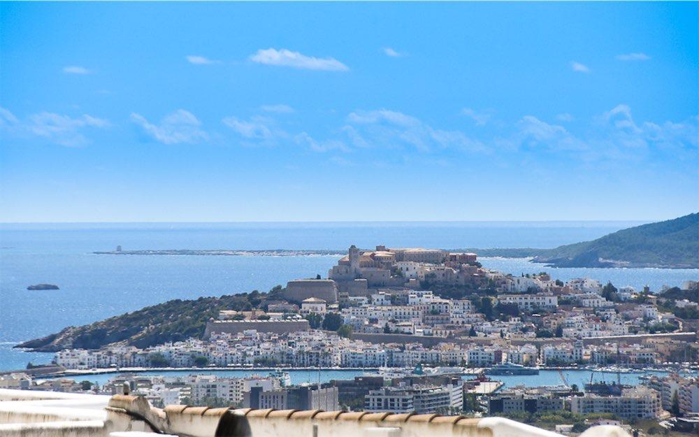 https://www.white-ibiza.com/wp-content/uploads/2021/03/GHLibiza_Gouldheinzlang_property_ibiza__Villa-Ibiza-3004-3.2-resized.jpg