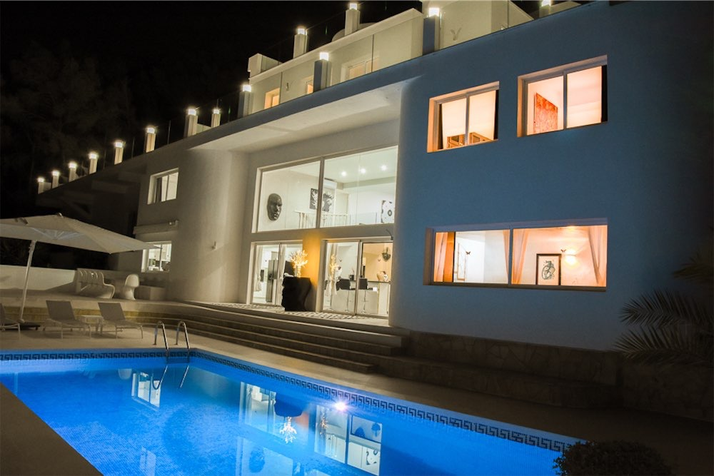 https://www.white-ibiza.com/wp-content/uploads/2021/03/GHLibiza_Gouldheinzlang_property_ibiza__Villa-Ibiza-3004-37-resized.jpg