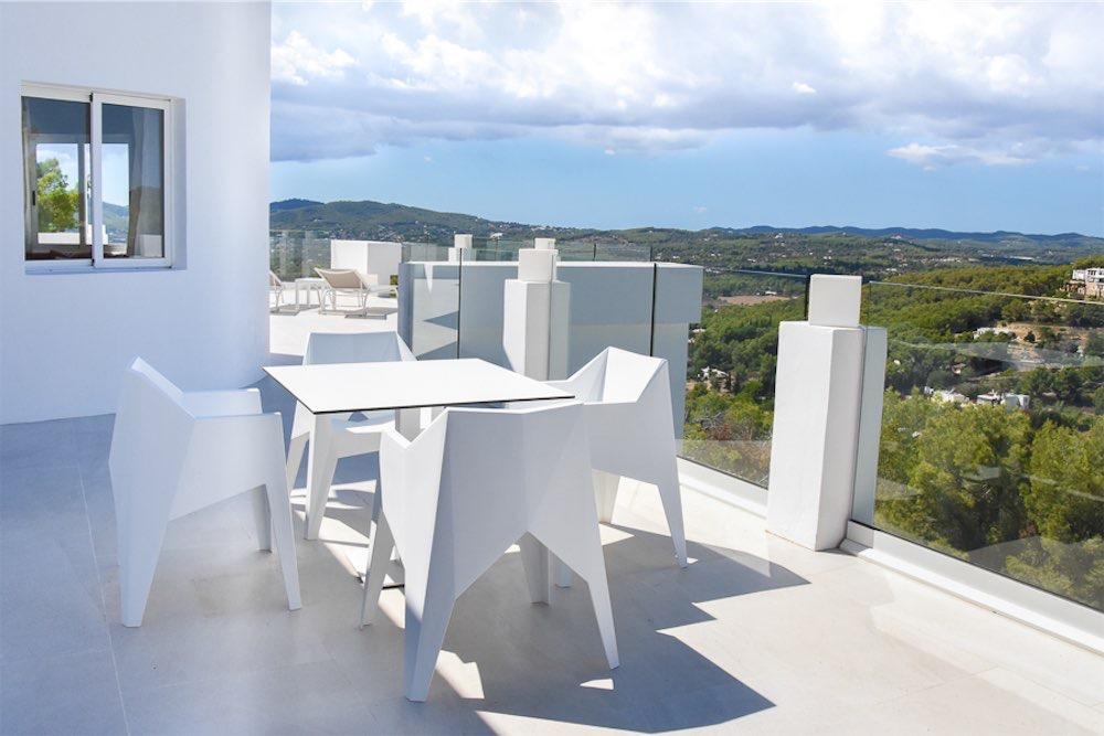 https://www.white-ibiza.com/wp-content/uploads/2021/03/GHLibiza_Gouldheinzlang_property_ibiza__Villa-Ibiza-3004-8-resized.jpg