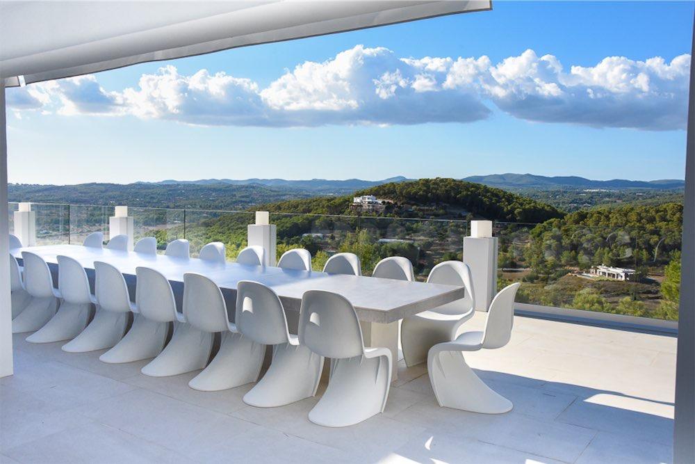https://www.white-ibiza.com/wp-content/uploads/2021/03/GHLibiza_Gouldheinzlang_property_ibiza__Villa-Ibiza-3004-8.1-resized.jpg