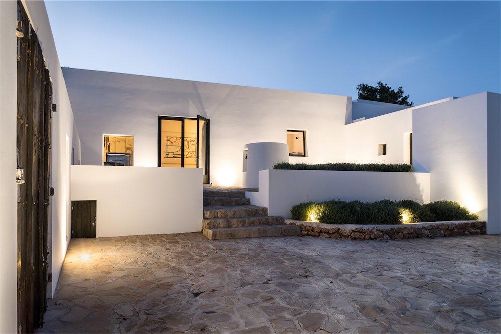https://www.white-ibiza.com/wp-content/uploads/2021/03/GHLibiza_Gouldheinzlang_property_ibiza__Villa-Ibiza-5A9824-resized.jpg