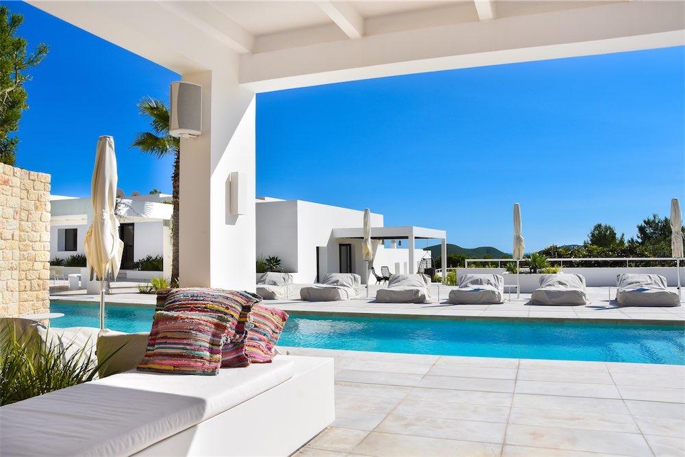 https://www.white-ibiza.com/wp-content/uploads/2021/03/GHLibiza_Gouldheinzlang_property_ibiza__Villa-Ibiza-Ibiza-3629-resized.jpg