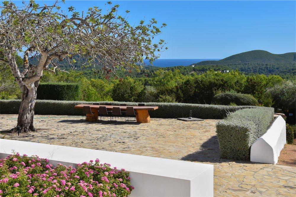 https://www.white-ibiza.com/wp-content/uploads/2021/03/GHLibiza_Gouldheinzlang_property_ibiza__Villa-Ibiza-Ibiza-3640-resized.jpg