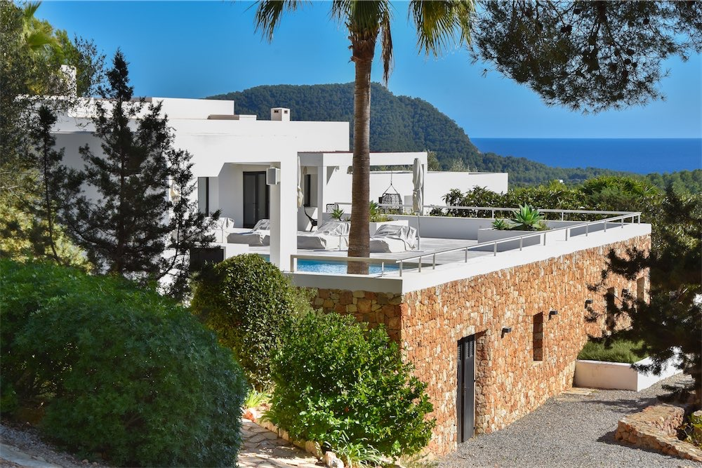 https://www.white-ibiza.com/wp-content/uploads/2021/03/GHLibiza_Gouldheinzlang_property_ibiza__Villa-Ibiza-Ibiza-3672-resized.jpg