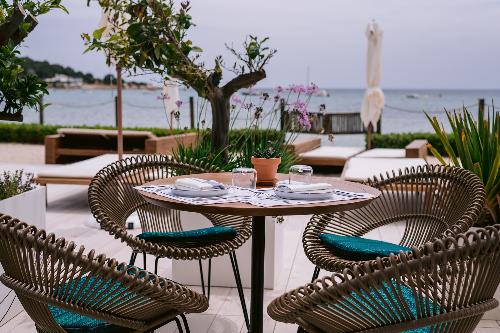 https://www.white-ibiza.com/wp-content/uploads/2021/06/white-ibiza-restaurants-bibo-ibiza-bay-01.jpg