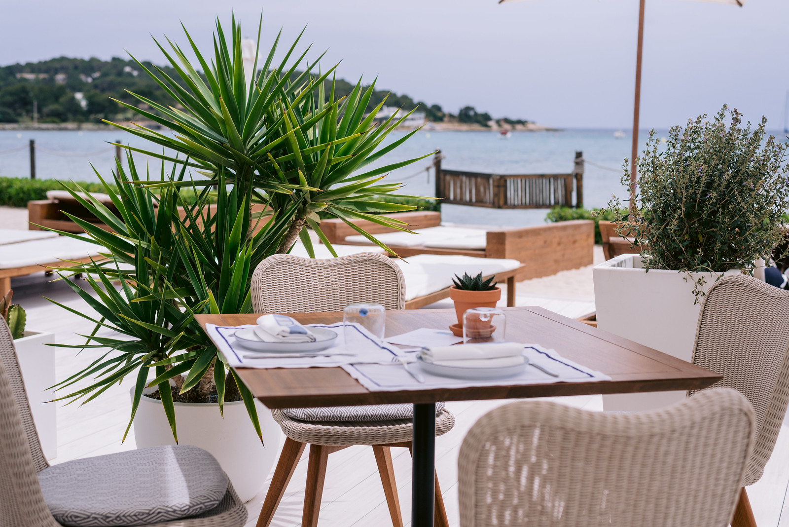 https://www.white-ibiza.com/wp-content/uploads/2021/06/white-ibiza-restaurants-bibo-ibiza-bay-11.jpg