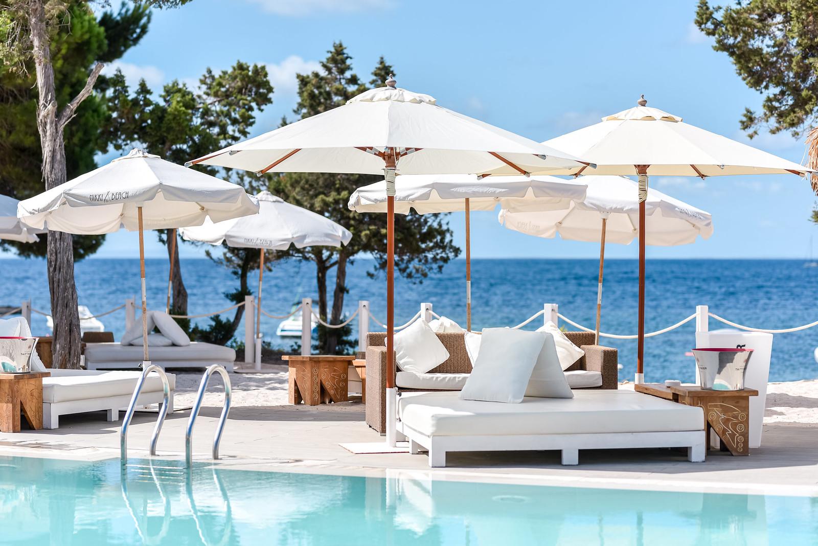 Barefoot luxury and beachside bliss